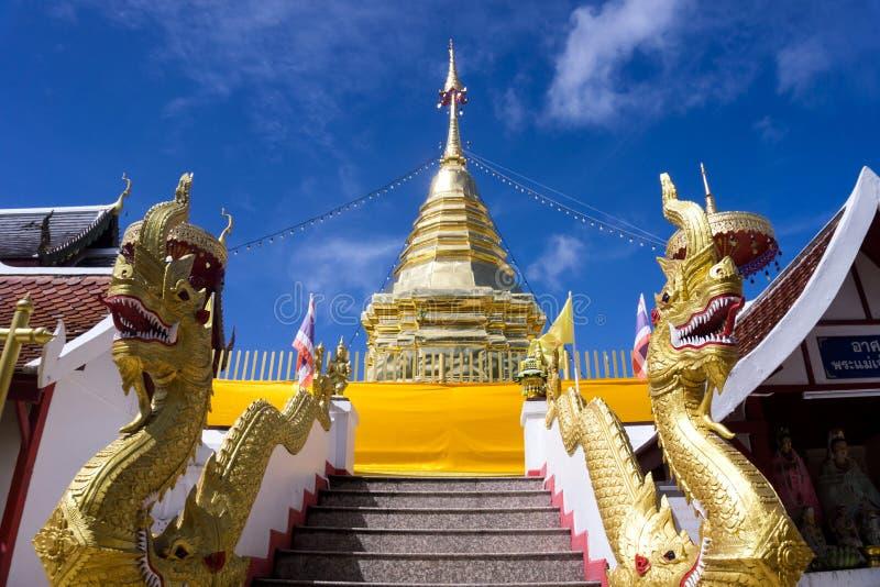Chiang Mai, Thailand - 19 Augustus 2018: Het overblijfselpagode van Boedha bij Wat Phra That Doi Kham-Tempel royalty-vrije stock fotografie