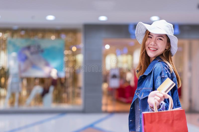 CHIANG MAI, THAILAND - JAN. 19,2019: Woman holding HUAWEI with alibaba apps on screen.Alibaba's the the world`s biggest online. Commerce company. It stock photos