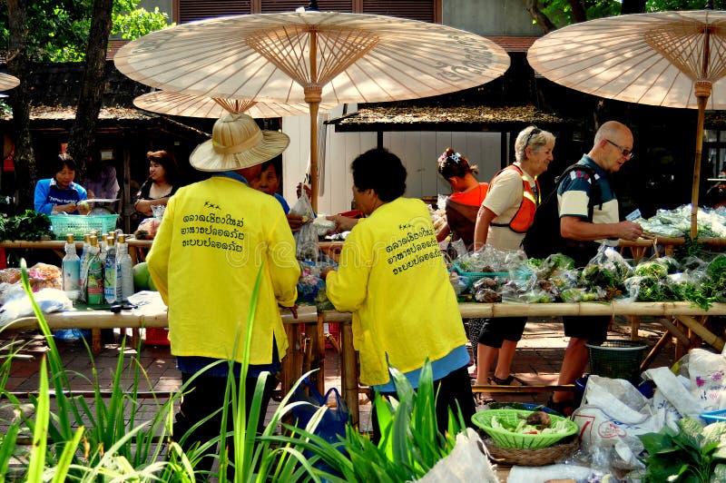 Chiang Mai Thailand: JJ-söndagen marknadsför arkivfoton