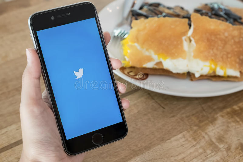 Twitter Apps On Google Play Store Editorial Photo - Image of samsung