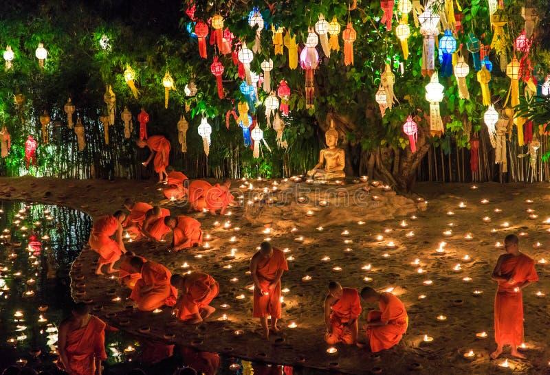 CHIANG MAI THAILAND-NOVEMBER 17: Loy Krathong festiwal przy Wat niecką Tao zdjęcia stock