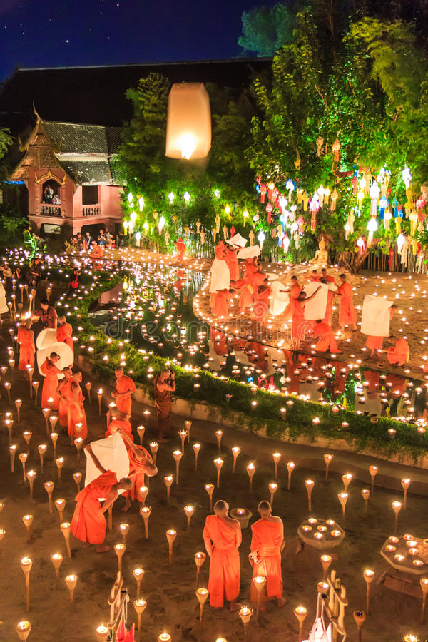 CHIANG MAI THAILAND-NOVEMBER 17: Loy Krathong festiwal przy Wat niecką Tao zdjęcia royalty free