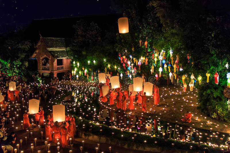 CHIANG MAI THAILAND-NOVEMBER 17: Loy Krathong festiwal przy Wat niecką Tao obraz royalty free