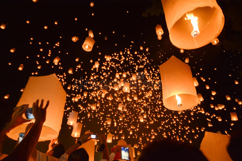 CHIANG MAI, THAILAND-Oct 25:Yee Peng Festival - people release f. Loating lanterns to sky for make a wish for the future in Yee Peng Festival on October 25, 2014 royalty free stock photo