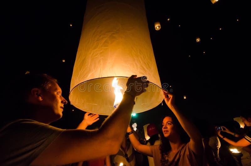 CHIANG MAI THAILAND-OCTOBER 16: Loy Krathong festival Unidenti arkivfoto