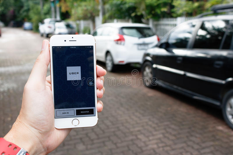 CHIANG MAI,THAILAND-SEP 02,2016 :A woman hand holding Uber application startup page on the Apple iPhone 6 display in female hand. royalty free stock image