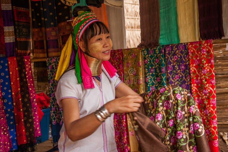 Chiang Mai, village Long-étranglé de tribu de la Thaïlande photo libre de droits