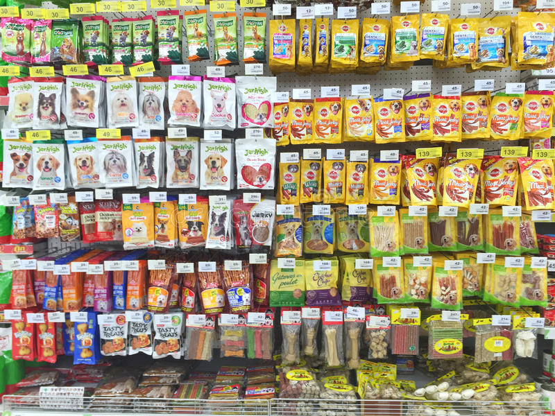 CHIANG RAI, ТАИЛАНД - 28-ОЕ ОКТЯБРЯ: supermark животного nn еды dof стоковые фото