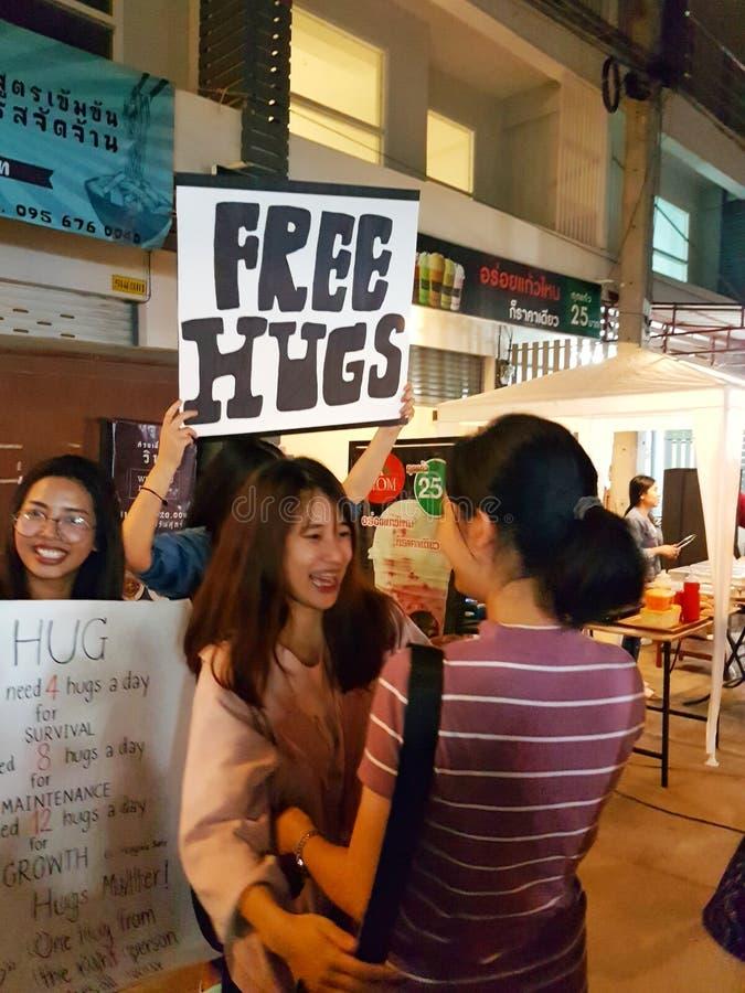 CHIANG RAI, TAILÂNDIA - 11 DE NOVEMBRO: jovem mulher não identificada de foto de stock royalty free