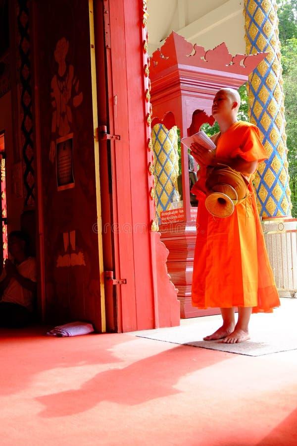 Chiang Rai, Tailandia - 16 de junio de 2018: Ordenado como lunes budista imagen de archivo libre de regalías
