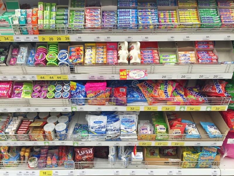 CHIANG RAI, THAÏLANDE - 28 OCTOBRE : chewing-gum i de diverse marque photo libre de droits