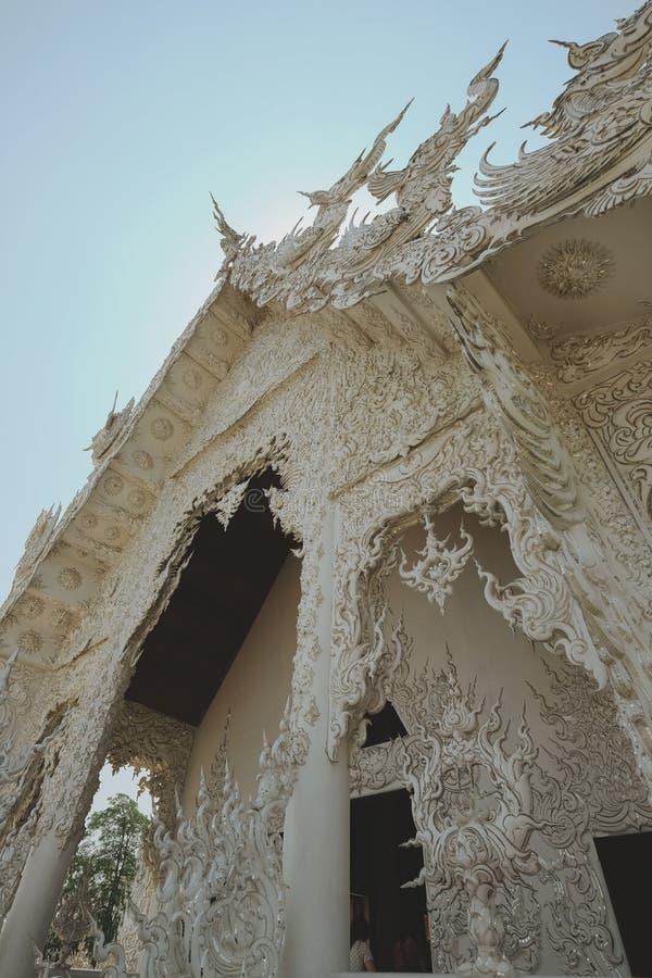 03 04 2017 Chiang Rai, Thailand; Wat Rong Khun vit tempel till arkivfoton
