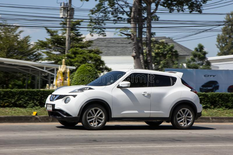 Chiangmai,泰国- 2018年11月5日:私家车,日产Juke 在没有的路上 1001,从Chiangmai市的8 km 库存图片