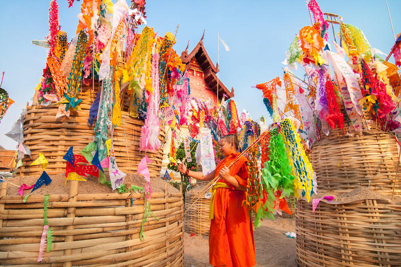 CHIANGMAI, ТАИЛАНД 14-ОЕ АПРЕЛЯ: Фестиваль Songkran отпразднованное I стоковое фото rf