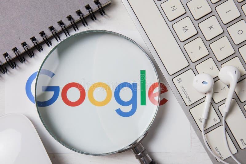 CHIANGMAI, ТАИЛАНД - 8-ое октября 2017: Фото логотипа Google дальше стоковые изображения