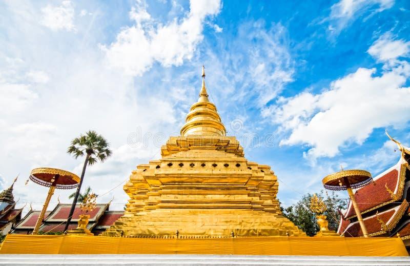 Chiangmai dorato Tailandia dello srijomthong del prathat del wat della pagoda immagini stock libere da diritti