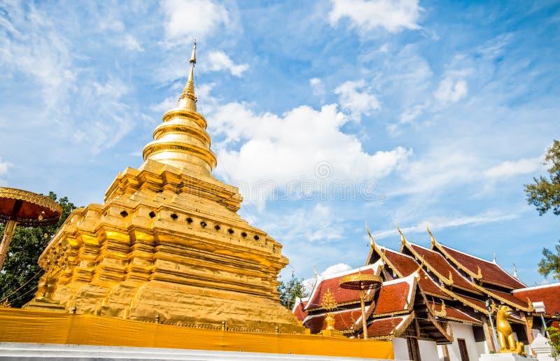 Chiangmai dorato Tailandia dello srijomthong del prathat del wat della pagoda immagine stock libera da diritti
