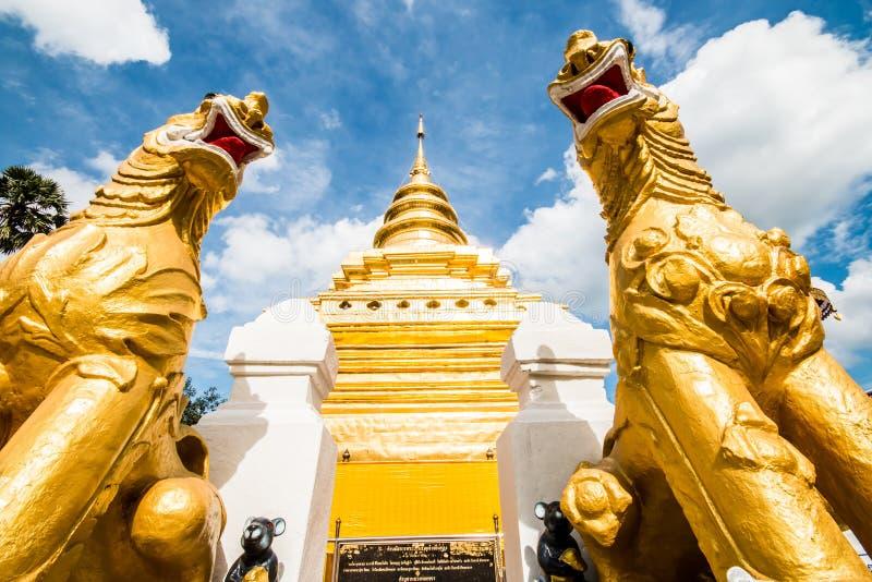 Chiangmai dorato Tailandia dello srijomthong del prathat del wat della pagoda fotografia stock