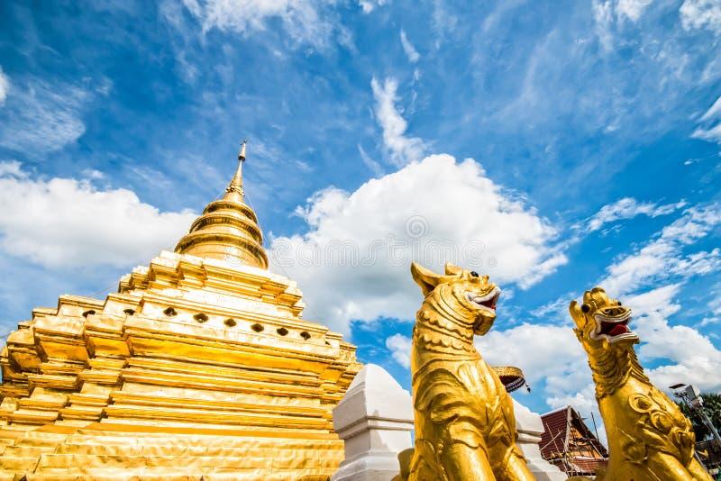 Chiangmai dorato Tailandia dello srijomthong del prathat del wat della pagoda fotografie stock libere da diritti