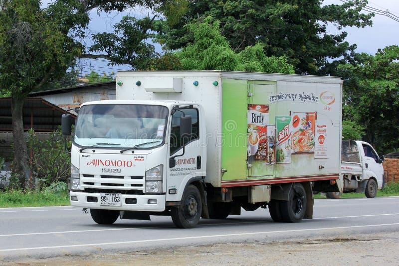 CHIANGMAI, TAILÂNDIA - 6 DE OUTUBRO DE 2014: Caminhão do recipiente da empresa de Tailândia da venda de Ajinomoto Foto na estrada imagem de stock royalty free