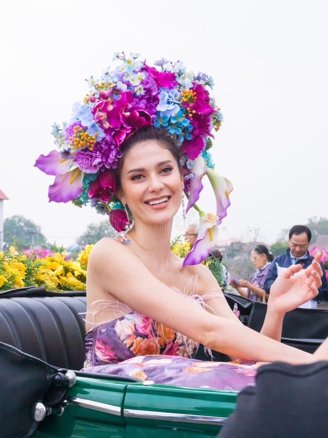 CHIANGMAI, TAILANDIA - 3 DE FEBRERO: Maria Poonlertlarp, Srta. Universe Thailand 2017 en la publicación anual 42o Chiang Mai Flow fotos de archivo libres de regalías