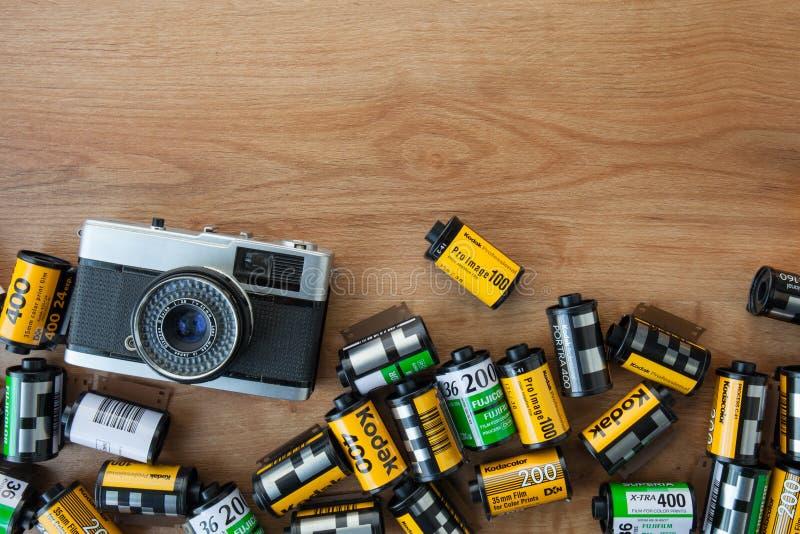 CHIANGMAI TAILANDIA, EL 9 DE FEBRERO: Películas de Kodak en el fotógrafo fotografía de archivo