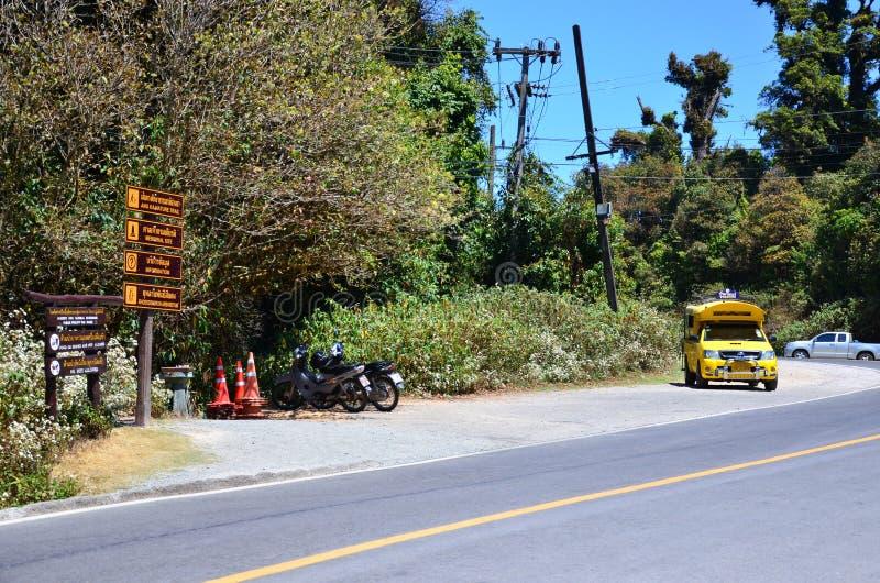 CHIANGMAI, TAILANDIA - MARZO DE 2017: La camioneta pickup para viajar en Chiang Mai imagenes de archivo