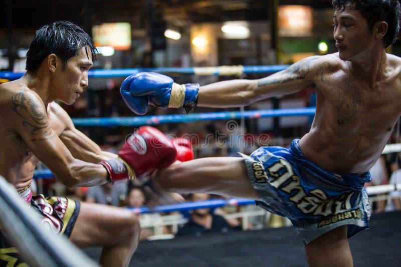 CHIANGMAI THAÏLANDE 30 JUILLET : Joueurs non identifiés dans Muaythai photos libres de droits