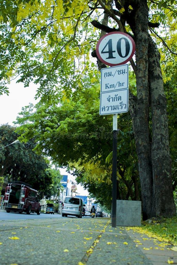 CHIANGMAI THAILAND-APRIL 30,2019: Trafik undertecknar in den gamla staden av chiangmaien royaltyfri bild