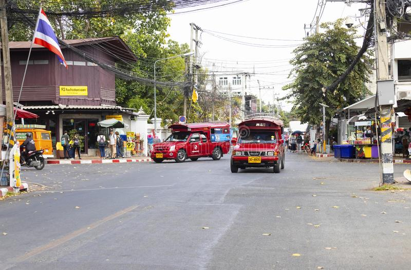 Chiangmai, Thailand - Februari 16 2019: Rood Mini Truck Taxi Chiangmai De dienst binnen Chiangmai-Stad stock afbeelding