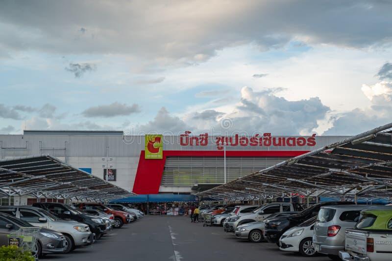 Chiangmai Thailand Juni 2,2019 parkeringsplats av den stora c-supercentershoppinggallerian royaltyfri bild