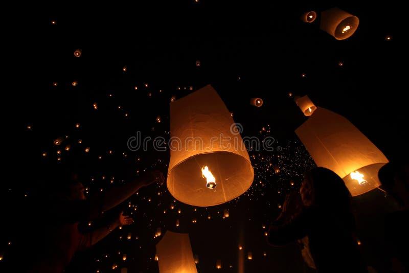 CHIANGMAI, THAILAND - OCTOBER 24 : Thai people floating lantern. October 24 ,2012 in Maejo, Chiangmai, Thailand. CHIANGMAI, THAILAND - OCTOBER 24 : Thai people stock photography