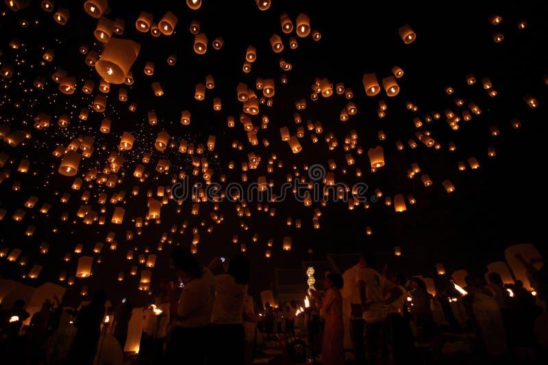 CHIANGMAI, THAILAND - OCTOBER 24 : Thai people floating lantern. October 24 ,2012 in Maejo, Chiangmai, Thailand. CHIANGMAI, THAILAND - OCTOBER 24 : Thai people stock images