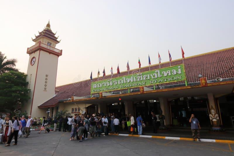 Chiangmai Thainland, Marzec 24 2017, -: Turystyczna pozycja przy Chiang Mai dworcem w ranku obrazy stock
