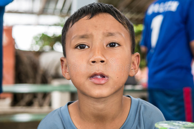 CHIANGRAI TAJLANDIA, Sierpień, - 12, 2016: Niezidentyfikowani dziecko sierota w zakazu Nana domu Zakazu Nana sierociniec bierze o obrazy stock