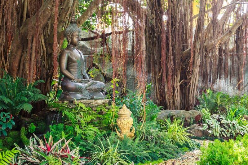 Chiangrai Tajlandia, Wrzesień, - 01, 2018: Wata Rong Khun Biała świątynia jest jeden najwięcej ulubionych punktów zwrotnych turyś obrazy stock