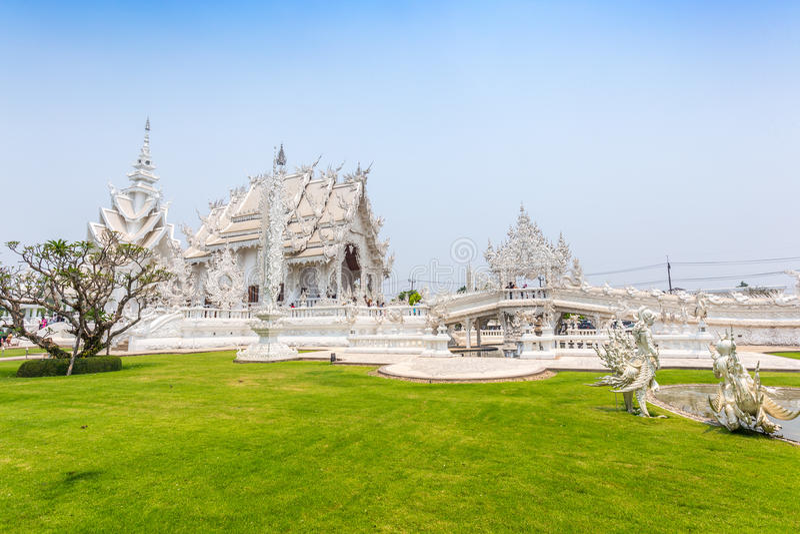 CHIANGRAI, THAILAND - 12. APRIL: Nicht identifizierter Reisendbesuch Wat lizenzfreie stockfotos