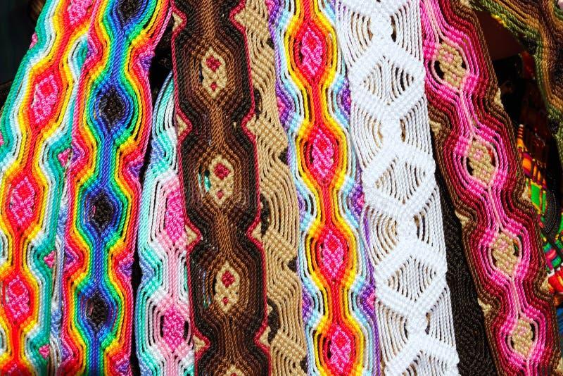 Chiapas Mexico handcrafts färgrika armband för bälten arkivfoton