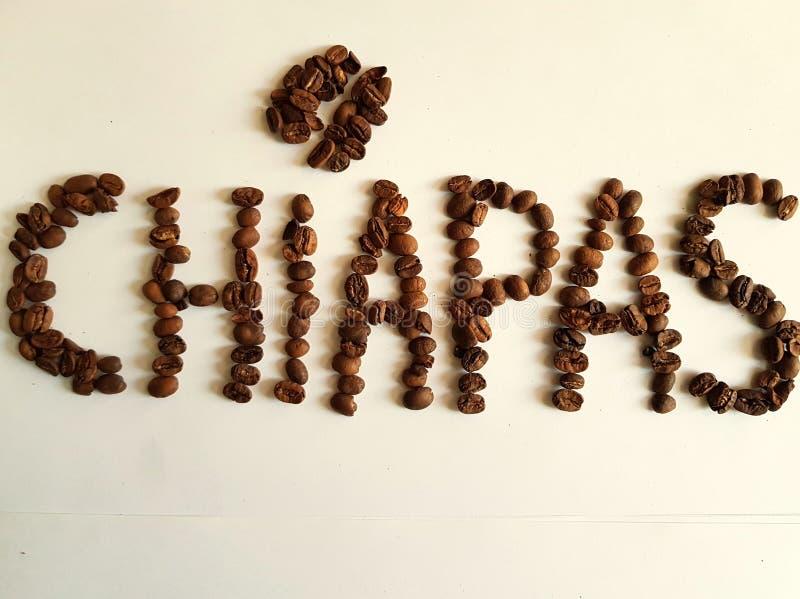 Chiapas, produisant la région du café, Word a formé avec les grains de café grillés photographie stock