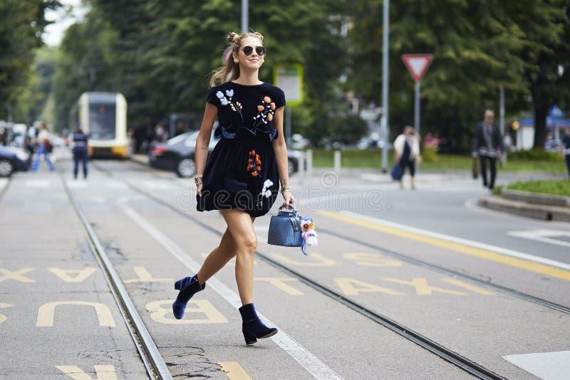 Chiara Ferragni durante Milan Fashion Week foto de stock royalty free