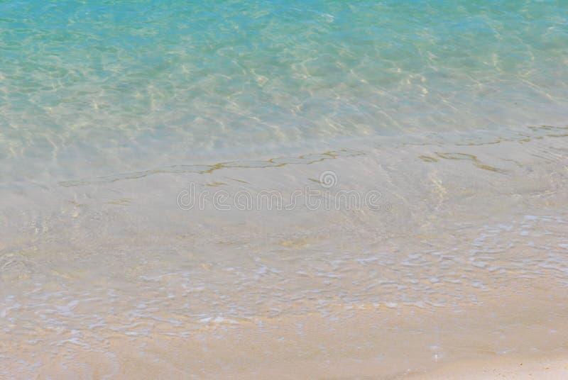 Chiara spiaggia dell'acqua fotografia stock