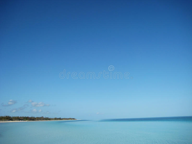 Chiaro cielo blu Caya Coco fotografie stock libere da diritti