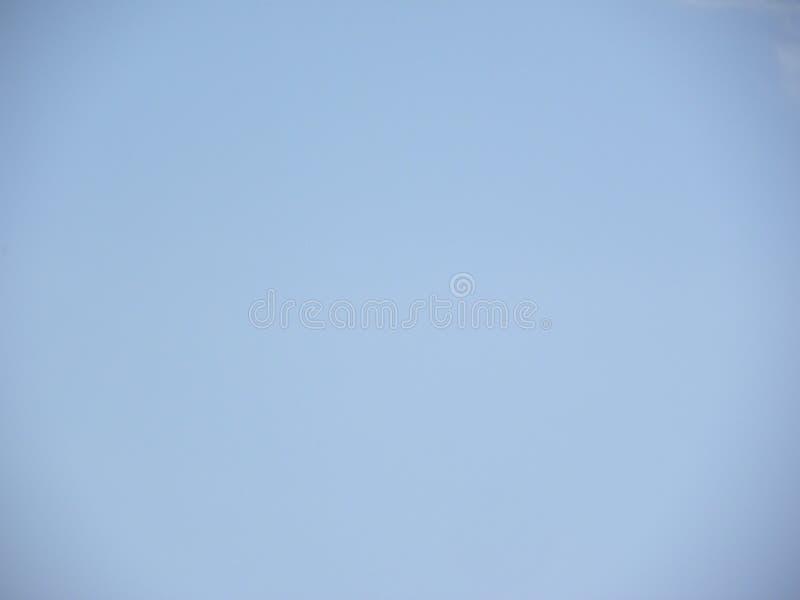 Chiaro fondo del cielo blu senza le nuvole fotografia stock
