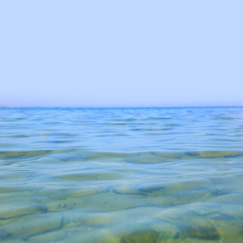 Chiaro mare blu fotografia stock libera da diritti