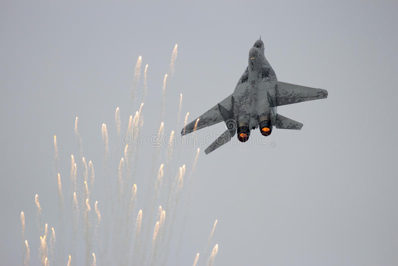 Chiarori dell'aereo da caccia MiG-29 immagine stock