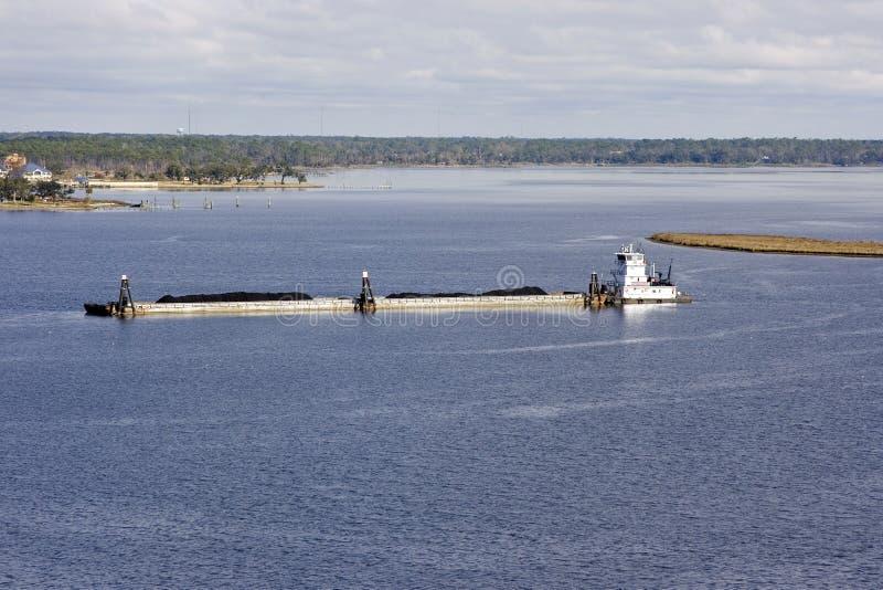 Chiatta del fiume Mississippi e barca della tirata fotografie stock