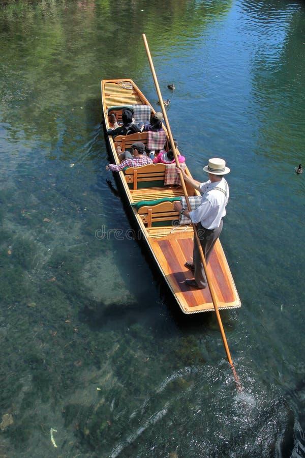 Chiatta sul fiume Avon a Christchurch fotografia stock libera da diritti