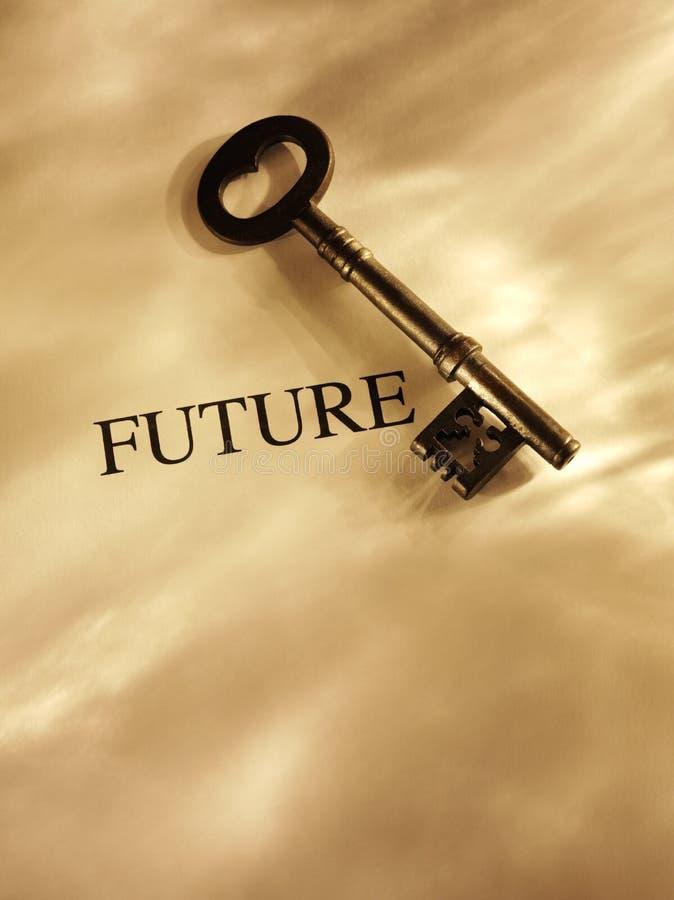 Chiave al futuro su un fondo di carta con illuminazione dell'oro immagine stock