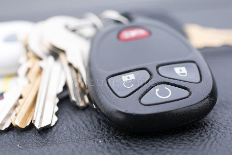 Chiave persa dell'automobile ed altre chiavi fotografia stock libera da diritti