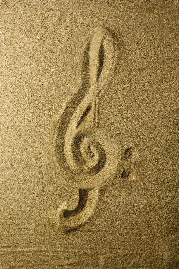 Chiave tripla scritta nella sabbia fotografie stock libere da diritti